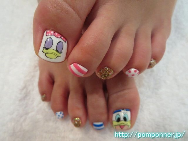 ドナルドとデイジーがキュートなフットネイル  Donald and Daisy of thumb is foot nail cute. I was the face of art and Daisy Donald White Base in the thumb. I was like summer Art and dot border, in gold lame nail other.