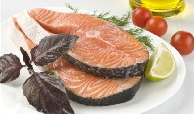 Versão da dieta mediterrânea, ela também prioriza vegetais de raiz e frutas vermelhas