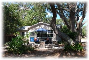 Stayed at this adorable cottage in Safety Harbor for three weeks. WALKED TO SAFETY HARBOR SPA /hotel everyday with passes included. Wonderful town. Perfect in MARCH!
