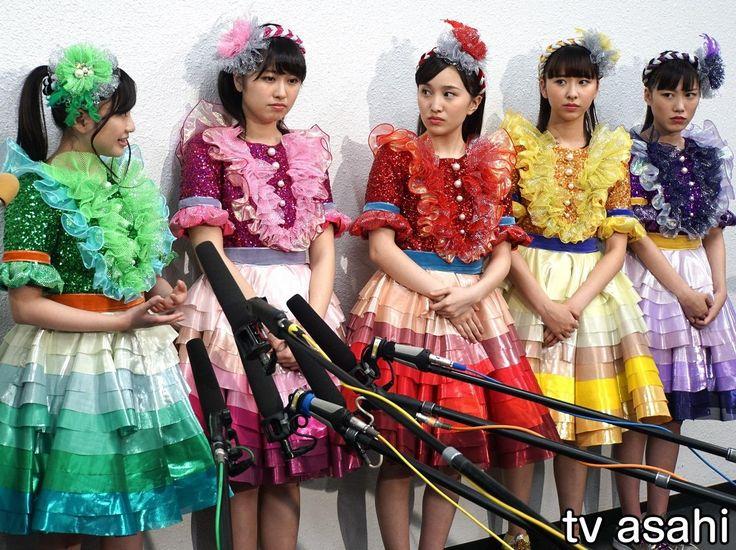 5人組「ももいろクローバーZ」が11日、18歳で急逝した「私立恵比寿中学」の松野莉奈さんついてコメントした。エビ中は、同じ事務所の妹分ユニット。 ももクロは同日、神奈川・横浜アリーナでニッポン放送主催のイベント「ももいろクローバーZ ももクロくらぶxoxo バレンタイン DE NIGHT だぁ~Z!… / ももクロ、妹分・りななんの急逝に涙 / テレビ朝日 #ももクロ #松野莉奈