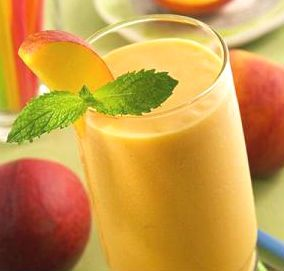 Tonic and #refreshing, this #smoothie is suitable for hot summer afternoons, but also for the first days of autumn: will please you! Peach smoothie with grappa