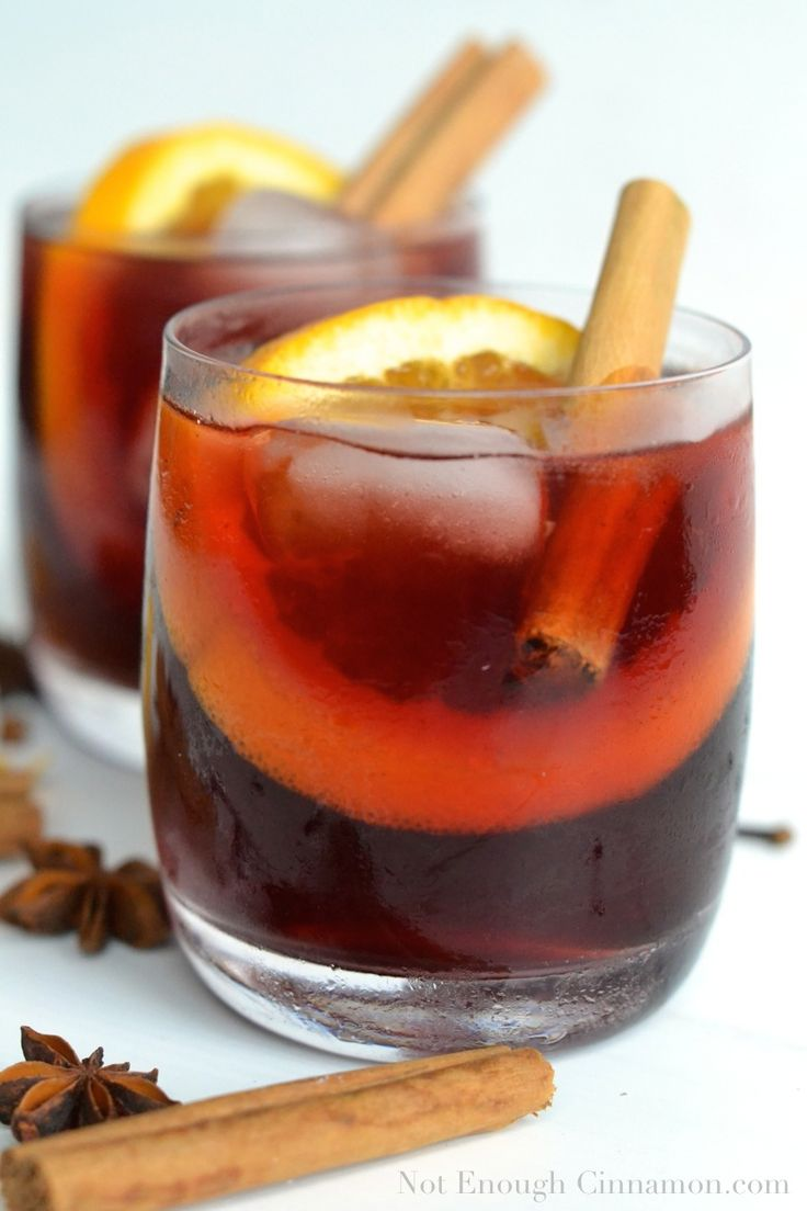 "This Mulled ""Wine"" Virgin Cocktail is the perfect drink for your holiday gathering! No alcool and no added sugar but absolutely delicious!"