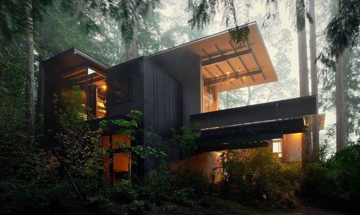 Угловые окна создают необычную связь интерьера дома с окружающим пространством. .