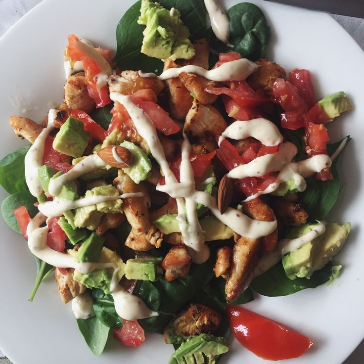 Honey mustard crispy chicken salad for dinner! Made with baby spinach, mixed herbs, avocado, tomato and almonds