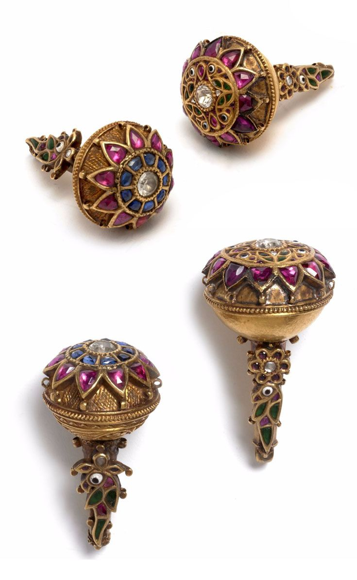 India - Chhattīsgarh, Borla | Pair of hair ornaments; gemset 18k gold | ca. 19th century | Est. 1'200 - 1'500€ ~ (May '15)