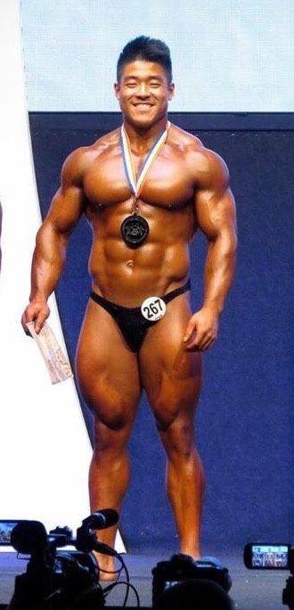 Randy Zhou (Canadian Bodybuilder & Powerlifter) at Olympia