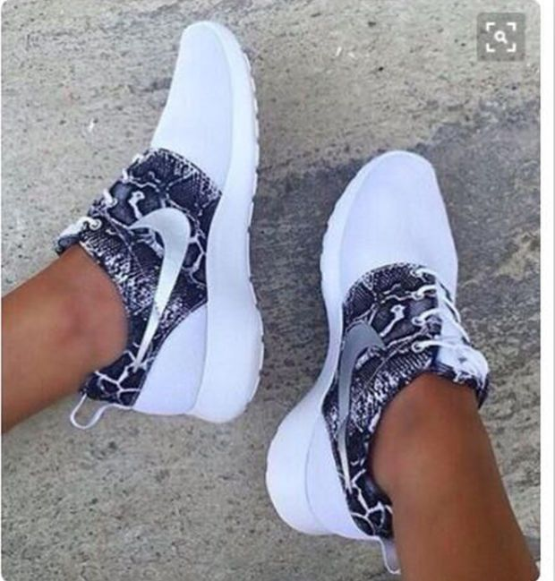 """Product: Women's """"NIKE"""" Casual Sports Shoes Gender: Women/Men Style: sports shoes Vamp Lining Material: mesh pattern: Solid Occasions: sports and leisure Function: Breathable Colour: White grey,Blue p"""