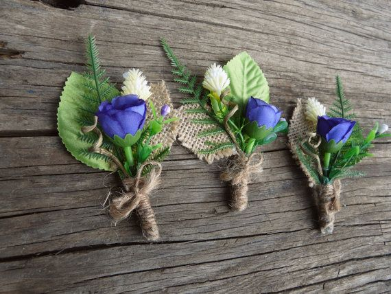 Mauve fleur à la boutonnière toile de jute par TwoCatsAndAnOwl