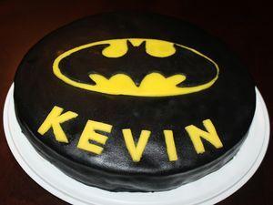 Batman-kakku Kotikokki.netin nimimerkki Kevinin ohjeella