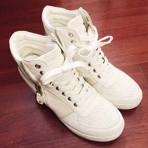 White wedge sneaker Good condition. Easy to pair with everyday outfits. It fits size US 8.5 or 9. Shoes Sneakers