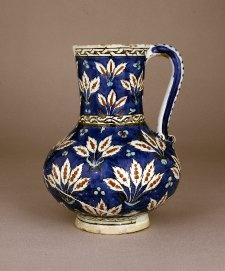 Jug, painted and glazed ceramic. Iznik, Ottoman Empire, 16th century.
