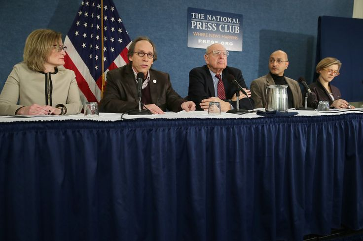 (L-R) 'The Bulletin of the Atomic Scientists' Publisher Rachel Bronson, Arizona State University New Origins Initiative Director Lawrence Krauss, The Bulletin of the Atomic Scientists Science and Security Board member Thomas Pickering, Stockholm Environment Institute Senior Scientist Sivan Kartha and Center for Strategic and International Studies' Proliferation Prevention Program Director Sharon Squassoni hold a news conference to reveal the new setting of the Doomsday Clock at the National…