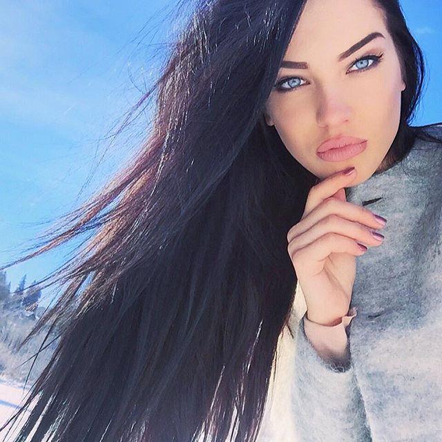 Снег и солнце- и я вот такой голубоглазый волчок)  #bukovel2016