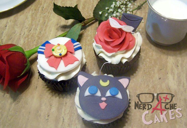 Dedicated Fangirl meets Cake Decorator, Sailor Moon cupcakes!