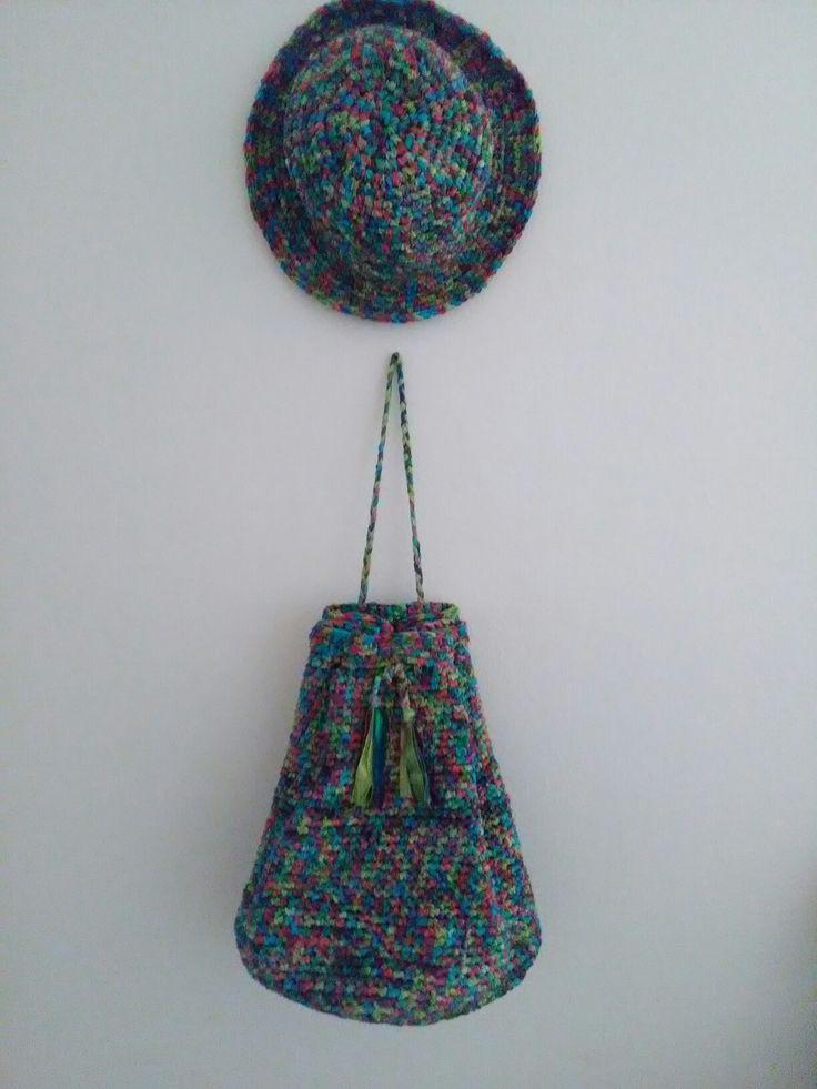 Un insieme coloratissimo !#borsa#sacca#bag#cappello#cloche#uncinetto#fettuccia