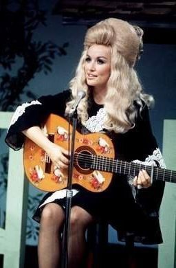 A young Dolly Parton. Very similar to Carrie Underwood in the face.