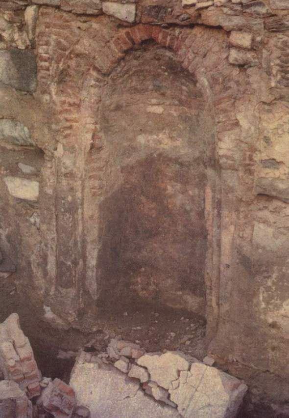 Sisa reruntuhan mihrab (tempat sholat) di rumah Rasulullah SAW dan Siti Khadijah RA