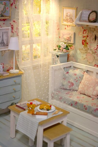Miniature dollhouse- old floral country theme