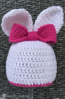 The only thing more adorable than an itty bitty bunny? An itty bitty human pretending to be an itty bitty bunny. Good thing too, because we have a BRAND NEW and super adorable bunny beanie with ears free crochet pattern to use.