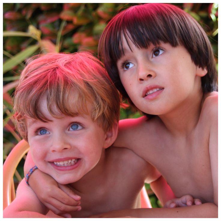 Beer & Luca 2013 - kids boys friends photo portrait - blond hair blue eyes, brown hair brown eyes eurasian