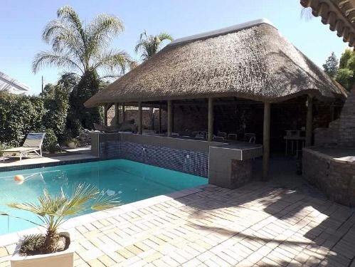 Aan Die Oewer Guest House, Graaff Reinet, Eastern Cape, South Africa. Find out more at: http://www.golocal.travel/listings/viewproperty/aan-die-oewer-guest-house/82/en.html