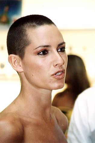 Eine kurz rasierte Frisur ist vielleicht nicht für jede Frau geeignet, doch diese Frauen beweisen, dass diese Frisur einfach sehr stilvoll und attraktiv wirken kann. Hast Du den Mut Deine Haare so kurz schneiden zu lassen? Die Nummer 6 ist total TOP?