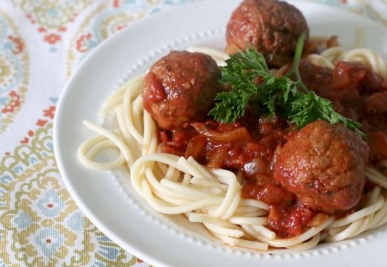EASY slow cooker spaghetti with meatballs ~ matches up great with sales at Publix & Winn Dixie this week!