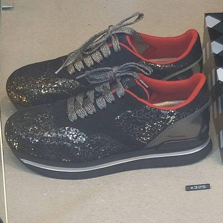 From the tannery to the shoes shop PIXY....suede leather with metallic pixel effect #lagarzarara #leather #hogan #vergelioshoes #milan #shoeshop #nicemoment #shoeleather #shoes #sneakerholics #sneakerfiend #shoegasm #kickstagram #shoedesigner #designer #italianshoes — presso Vergelio.