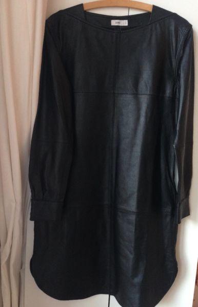 schwarzes Lederkleid von Closed! Neu!tolles, weiches LederGröße M /38Das Kleid ist aus der AW Kollektion 2015/16zeitlos und schön!Versand möglich. Versichert für 6€Privatverkauf. Keine Garantie, Rücknahme oder Gewährleistung.