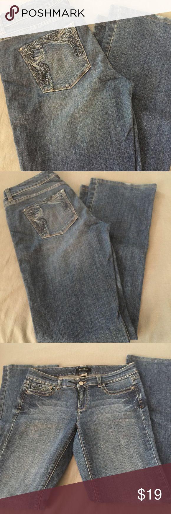 WHBM Blanc Bootleg Jeans 👖 6R White House Black Market Blanc Bootleg jeans.  Perfect condition.  Super cute! White House Black Market Jeans Boot Cut