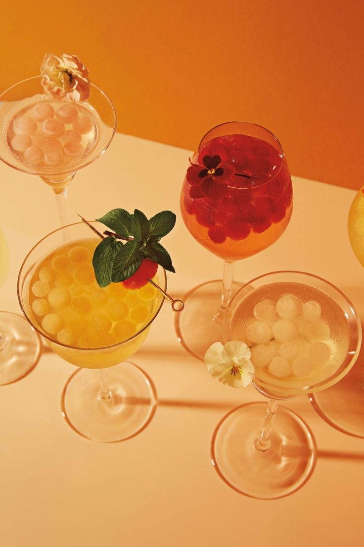 Ina Garten is spending her time in quarantine whipping up refreshing cocktails. Here are three ways you can put a spin on her cosmo recipe. Refreshing Cocktails, Fun Drinks, Alcoholic Drinks, Winter Cocktails, Cosmopolitan Cocktail Recipes, Cosmo Recipe, Candy Molds Silicone, Cocktail Ingredients, Triple Sec