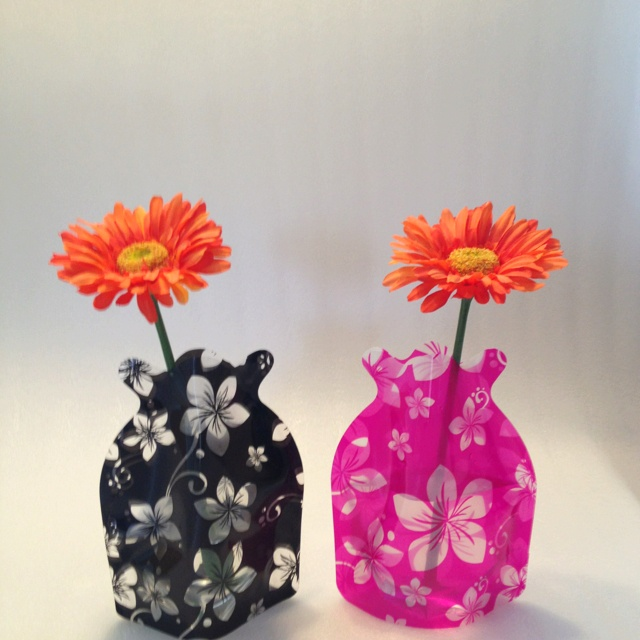 Foldable vase. Ideal for weddings, holiday, boat, garden, home, hospital, gifts. www.vouwvazen.nl