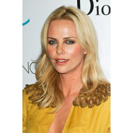 Charlize Theron At Arrivals For The Burning Plain Premiere Party Canvas Art - (16 x 20)