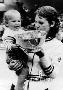 Evonne Goolagong and her 9 months old daughter, Kelly ...