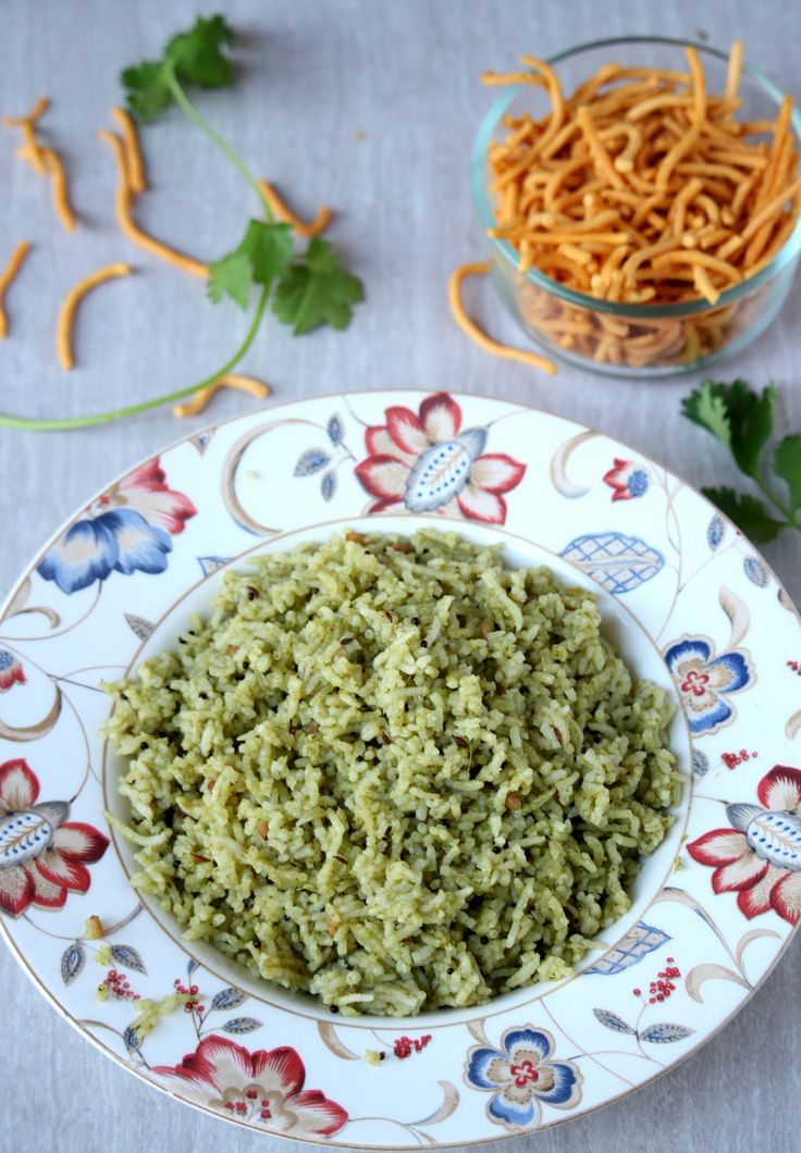 Kothamalli Sadam – Cilantro Rice – One Pot Coriander Leaves Rice – Lunch Box Recipe - Cilantro / Coriander leaves, Entree, Indian, Lunch Box Recipes, One Pot Meal, Rice Recipes, Rice Recipes This weekend when we were grocery shopping, I saw that cilantro bunches were on sale and was really fresh. I went really overboard and 3 large bunch of cil