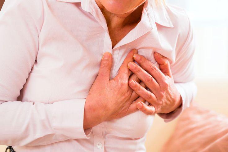 Een vrouw met een hartinfarct