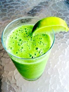 This green smoothie will give you your flattest stomach EVER!