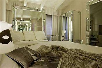 Palazzina Grassi Hotel Venice Bedroom