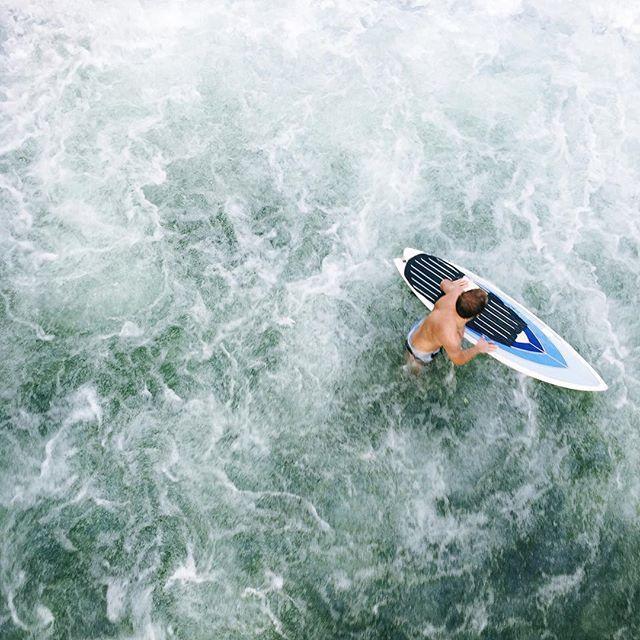 Surfing in Munich Eisbachwelle II