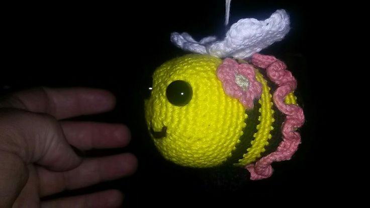 Lille pige bi. Min datter går i humlebi gruppen i bhv og har lavet en lille bi til hvert barn til deres fødselsdag.
