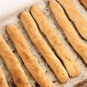 Homemade Breadsticks Recipe - I made these last night, and they are SO delicious! My brother, who is the head cook at Olive Garden, even said that they tasted better than at work! #Laurainthekitchen #LauraVitale