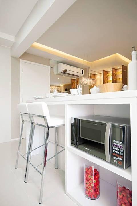 Um novo espaço para o microondas: Torre quente, embaixo da bancada ou