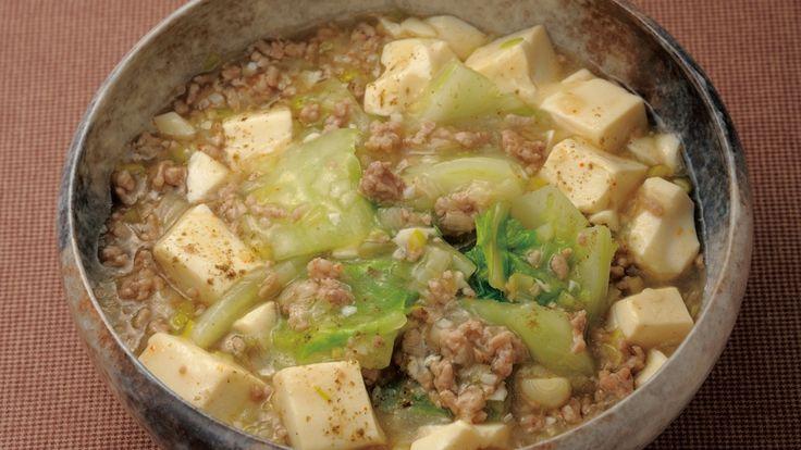 """加藤 美由紀 さんの豚ひき肉,絹ごし豆腐を使った「和風香味 すっきりマーボー豆腐」。あっさりなのにコクがある、ねぎをたっぷり使った""""白いマーボー豆腐""""です。野菜もとれる、冬のあったかおかず。 NHK「きょうの料理」で放送された料理レシピや献立が満載。"""