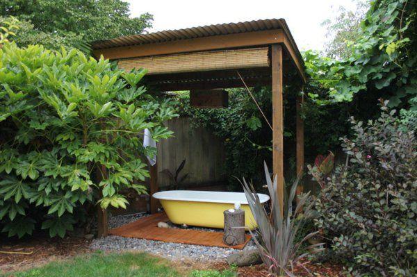 entspannende badewanne im garten genie en piscines garten badewanne y gartengestaltung. Black Bedroom Furniture Sets. Home Design Ideas