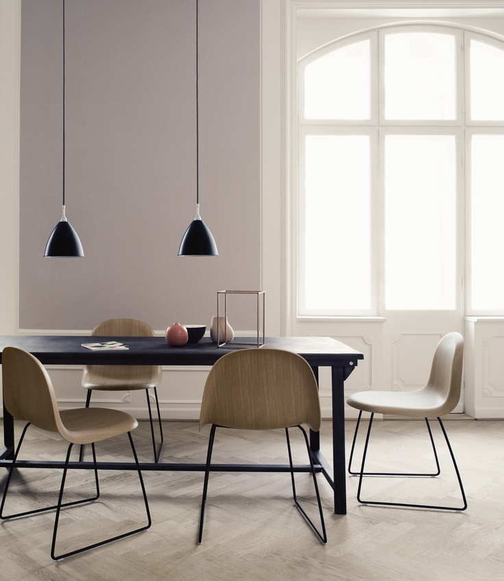 Tempo Berlin | Gubi Chair No.1 with metal base and wooden seat.