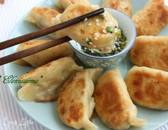 Дим самы (англ. Dumplings) — китайские пельмени чрезвычайно популярны не только в Китае, но и в Америке, в европейских странах, где есть китайские общины. Они считаются горячей закуской, т.е. порци...