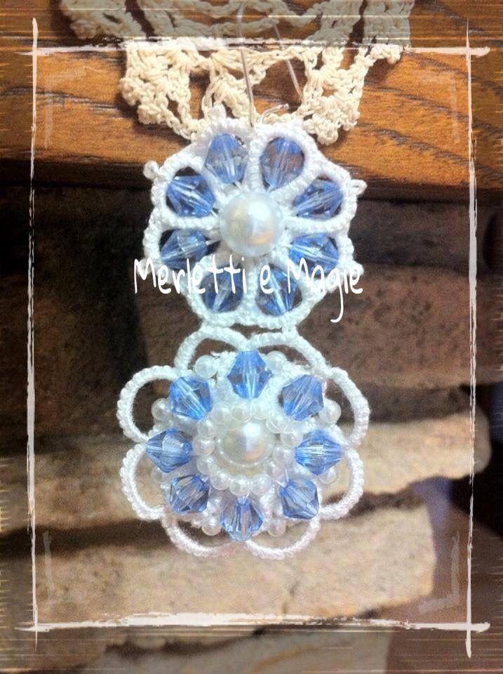 Orecchini bianchi con cristalli azzurri