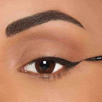 LOOK TO EACH HIS EYE LINER! Check out our tips here: http://www.black-in.com/truc-de-femmes/beaute/aymie/a-chaque-regard-son-eye-liner/