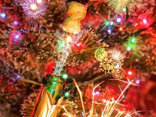 vuurwerk-oudjaar-nieuwjaar-oud-en-nieuw-feestdagen--vuurwerk_41822830_jpg_s_jpg.jpg (500×375)