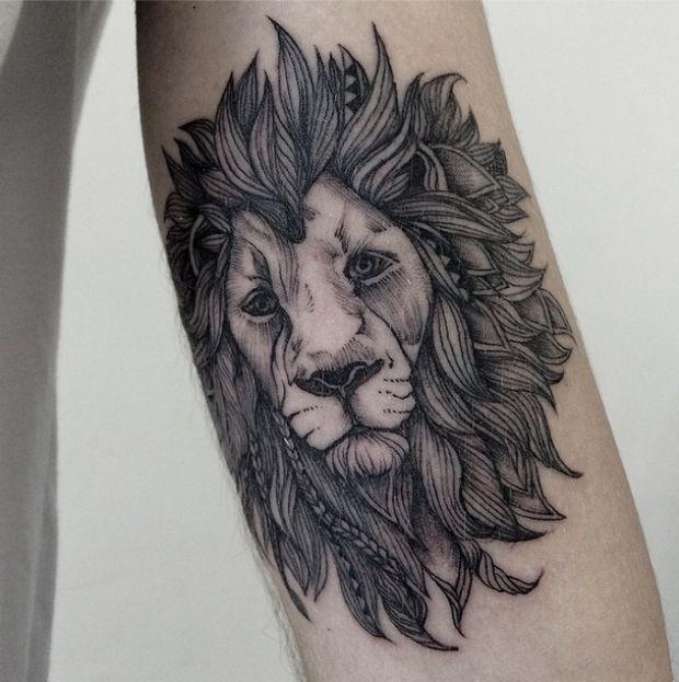 Linhas e formas perfeitas nas tatuagens de Sasha Masiuk. #tattoofriday